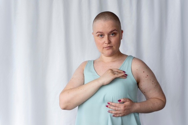 mujer-joven-lucha-contra-cancer_23-2148992273.jpg